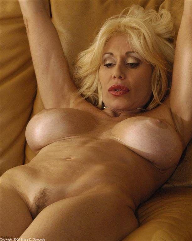 Sexy nude mom ass