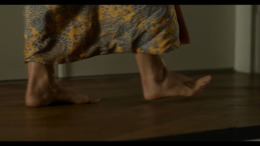 Natalie Portman has cute small feet! 15 of 40 pics